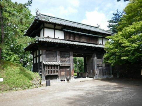 弘前城址 二の丸南門.jpg