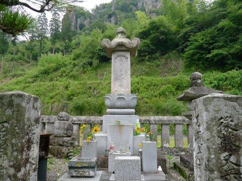 後藤又兵衛の墓2.jpg