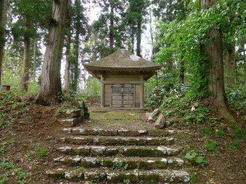 新庄藩主戸沢家墓所4.jpg