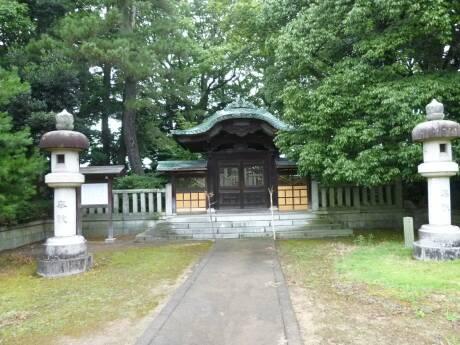 新田義貞公墓所2.jpg