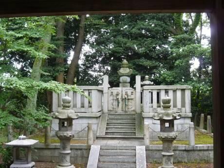新田義貞公墓所3.jpg
