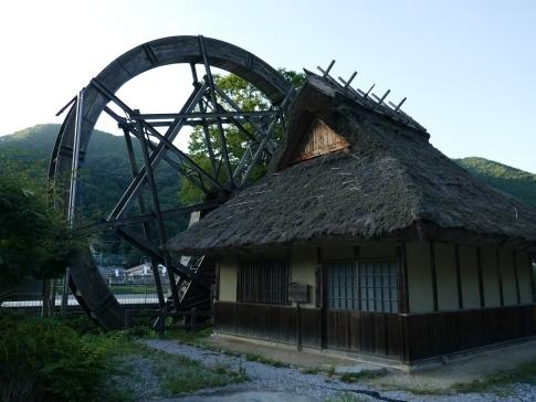日本一の親子水車3.jpg