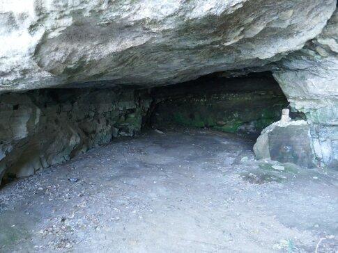 日蓮洞窟.jpg