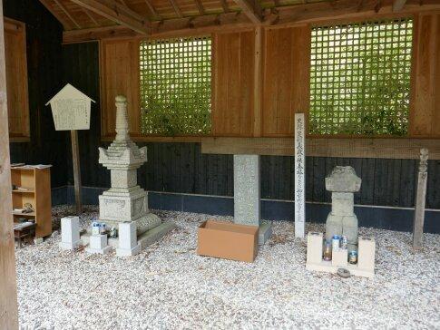 日野富子の墓2.jpg