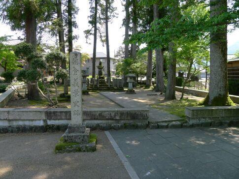 朝倉義景の墓.jpg