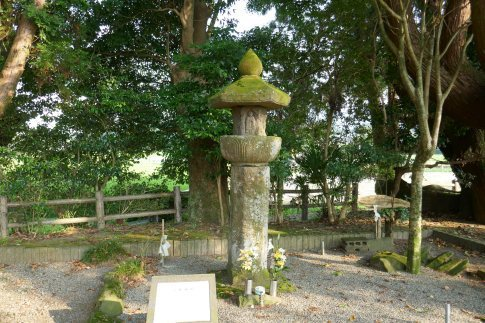 木崎原古戦場5六地蔵塔.jpg