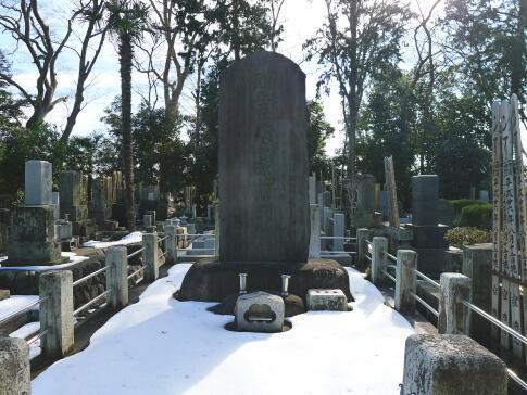 木曽源太郎の墓.jpg