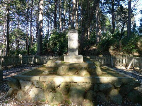 本居宣長の墓3.jpg