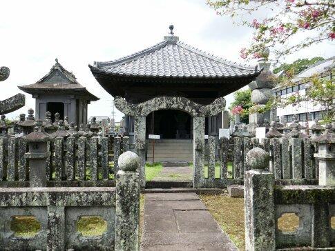 本経寺 大村よしあき墓.jpg