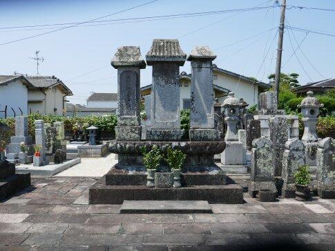 本行寺 成富茂安の墓2.jpg