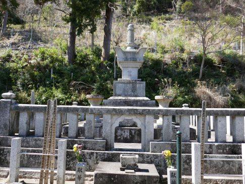 本遠寺2お万の方の墓.jpg