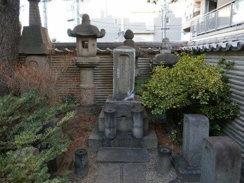 松平忠吉の墓.jpg
