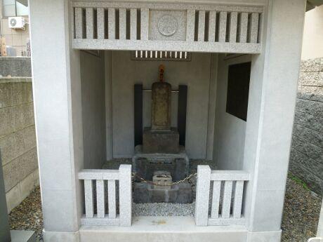 橋本左内の墓.jpg