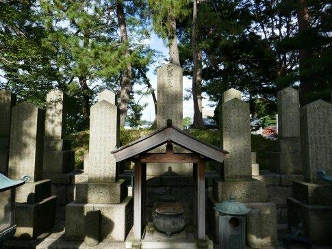 武田耕雲斉の墓3.jpg