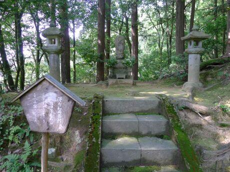 沢庵寺4 沢庵和尚の墓.jpg