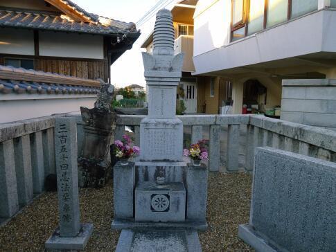 淡輪六郎兵衛の墓.jpg