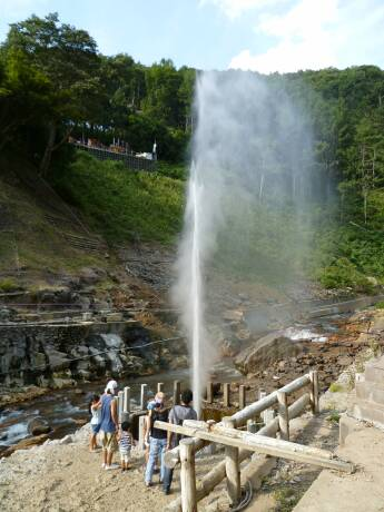 渋の地獄谷噴泉2.jpg