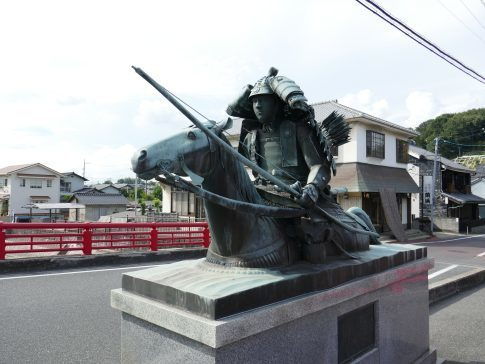 源平藤戸古戦場佐々木盛綱像.jpg