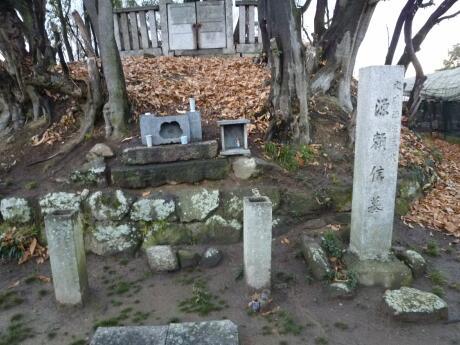 源頼信の墓.jpg