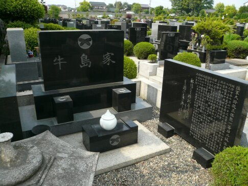 牛島満の墓.jpg