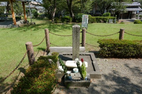 特攻碑公園 無名戦士の墓.jpg