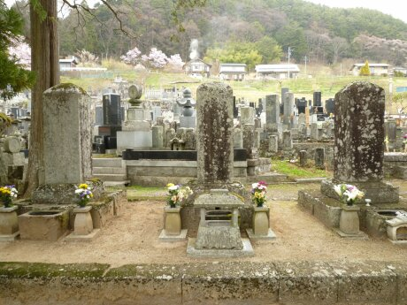 由布姫の墓.jpg