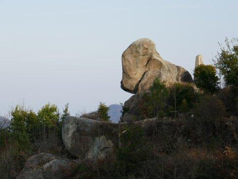 白滝山巨大石2.jpg