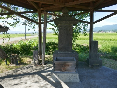 皆鶴姫の墓.jpg
