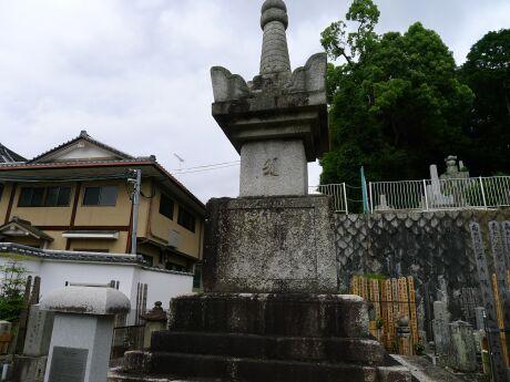 真如堂 お江の方供養塔.jpg