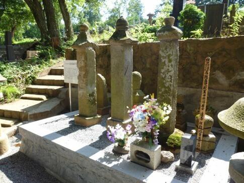真田信伊の墓.jpg