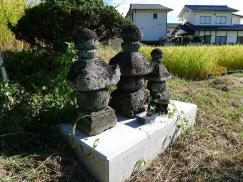 石久摩神社 上田原古戦場 無名戦士の墓.jpg