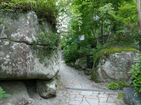 石都々古和気神社石門.jpg