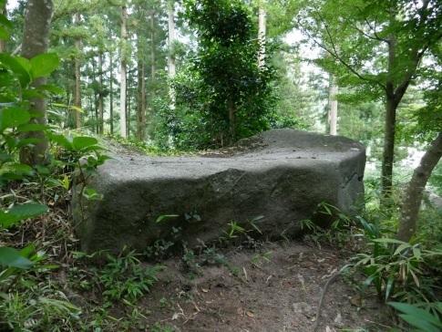 石都々古和気神社船形岩.jpg