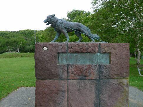 稚内公園 南極観測犬訓練記念碑.jpg