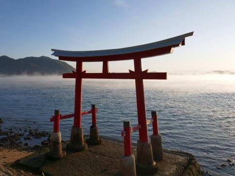 稲荷大明神神社前の海霧.jpg