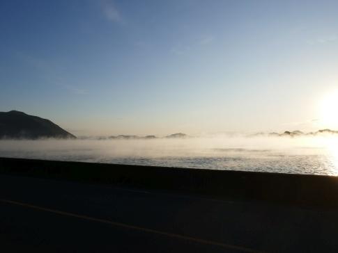 稲荷大明神神社前の海霧2.jpg