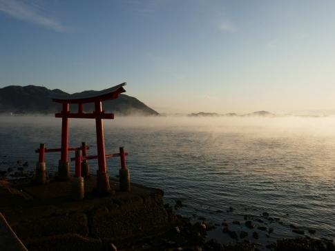 稲荷大明神神社前の海霧4.jpg
