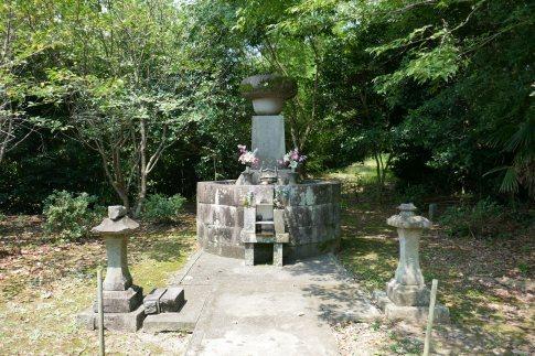 立花�ァ千代の墓.jpg