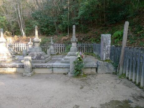 米山寺 小早川隆景の墓.jpg