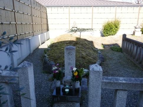紫式部の墓.jpg