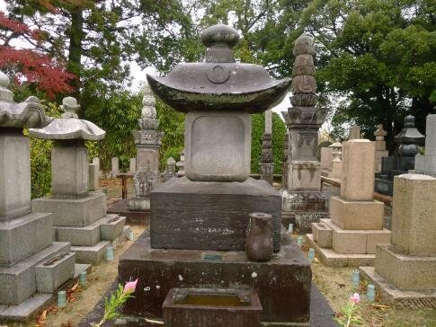 良善寺 安藤信正の墓.jpg