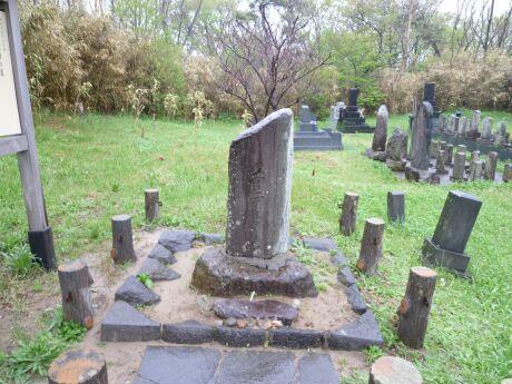 菅江真澄の墓2.jpg