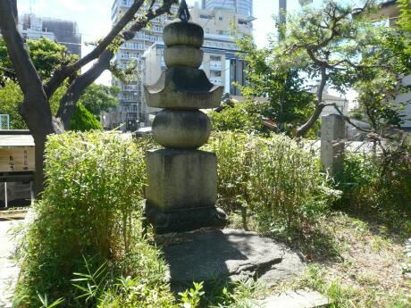 藤原家隆の墓2.jpg