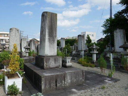 藤堂家墓所2.jpg