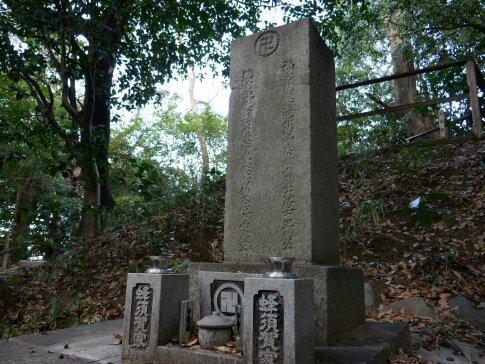 蜂須賀小六の墓.jpg