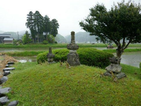 蝉丸の墓.jpg