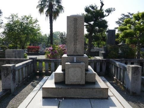 西郷従道の墓.jpg