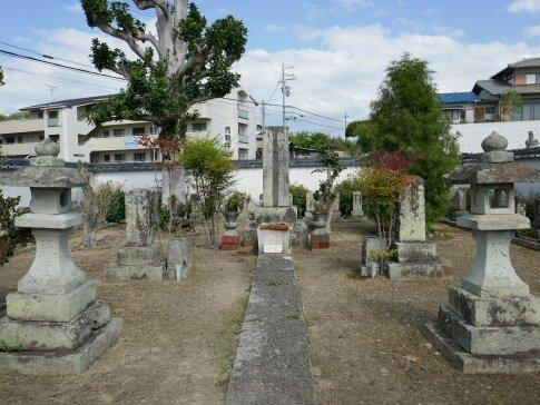 観音寺 赤穂義士の墓.jpg