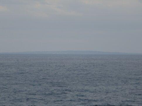 辺戸岬から見た与論島.jpg