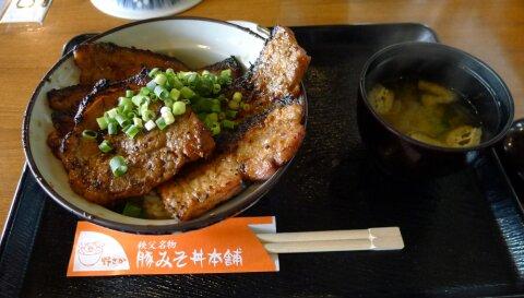 野さか 豚丼.jpg